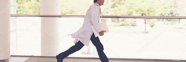 Médico é condenado a pagar mais de R$ 1 milhão por acumular cargos públicos