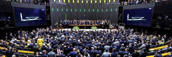Por que alguns parlamentares são eleitos com menos votos do que outros?