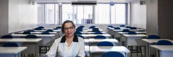 Aos 60 anos, estudante vai se formar em Direito na faculdade onde começou como faxineira