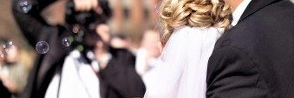 Noivos serão indenizados em R$ 30 mil por demora na entrega de fotos e vídeo do casamento