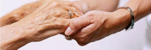 """Juíza considera """"relação familiar"""" a longa convivência entre cuidadora e idosa"""
