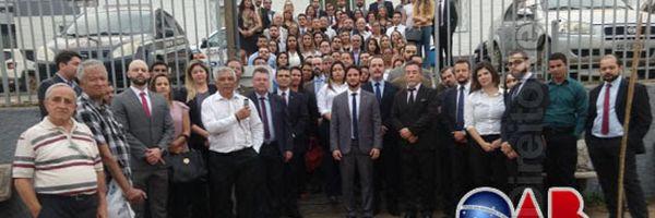 Após prisão e agressão de advogado, OAB faz ato público em delegacia de Sete Lagoas