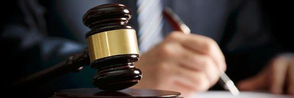 Juiz contrata advogada para defender sua decisão