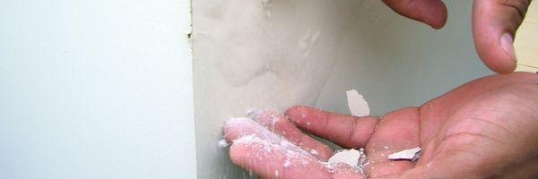 Condomínio é condenado a indenizar o proprietário por danos causados decorrentes de infiltrações