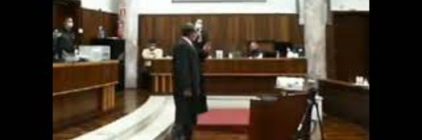 """Vídeo: em júri, promotor do PR diz que está """"cagando"""" se ofende advogado"""