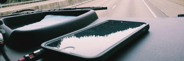 Multa de trânsito por dirigir enquanto fala no celular. Infração gravíssima!