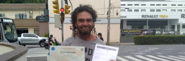 Internautas fazem vaquinha para morador de rua que prestou Enem e quer cursar direito