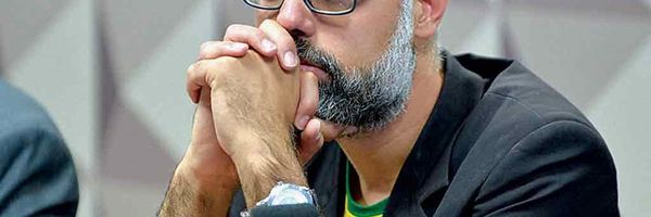 Ministro Alexandre de Moraes acolhe pedido da PF e determina prisão de Allan dos Santos
