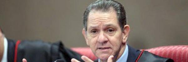 """Presidente do STJ: reajuste do Judiciário de cima a baixo é """"papagaiada"""""""