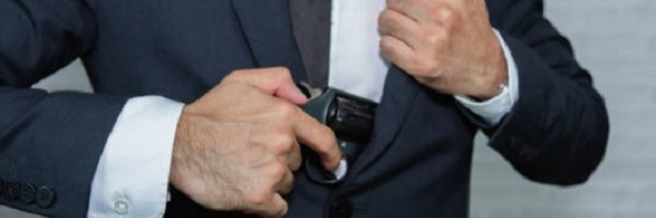 Bolsonaro altera decreto de armas e libera porte a advogados