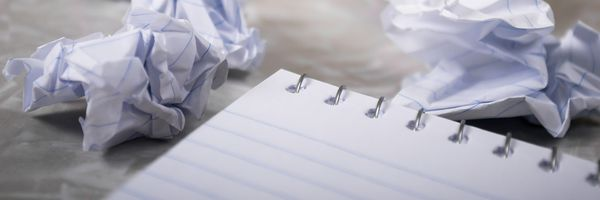 Reflexões sobre a padronização da escrita: petições, redações e cartas de amor.