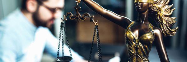 O que faz um promotor de justiça? Conheça a carreira!