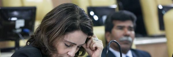 Emília dispara que está na hora de fazer uma faxina na política