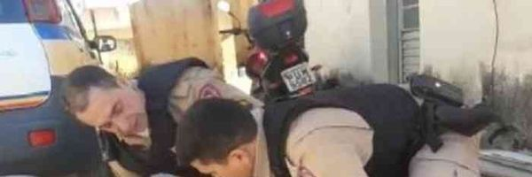 Advogados são presos ao defender cliente em batalhão da PM; OAB apura abuso de autoridade [Assista o vídeo]