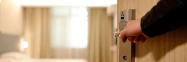 Administradora de hotéis indenizará por expor intimidade de hóspede