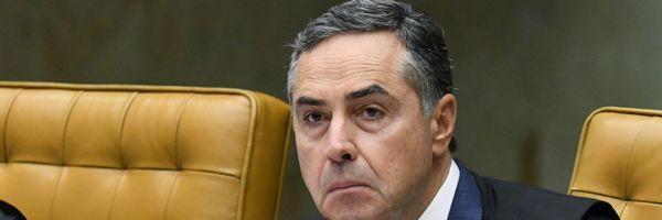 """Colocar Forças Armadas """"no varejo da política"""" é desserviço, diz Barroso"""