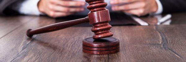 Em que caso o juiz se torna suspeito?