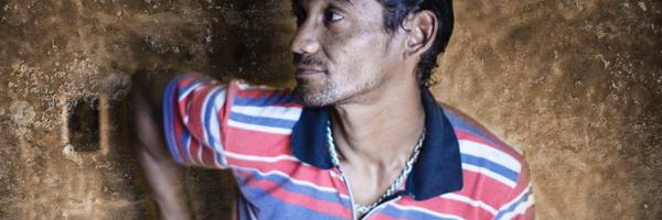 Homem inocente é preso, abusado sexualmente por 60 detentos e contrai HIV