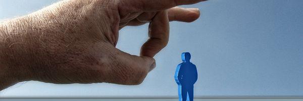 Suspensão salarial: quais os direitos trabalhistas em caso de demissão durante a estabilidade?