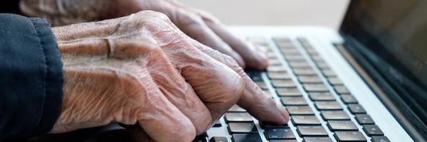 Decisão: Serasa deve indenizar idosa que teve direito à informação negado