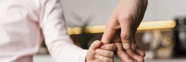 Pai é condenado a indenizar filha por abandono afetivo
