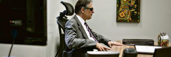Conheça a história do 1º juiz cego a trabalhar em um tribunal brasileiro