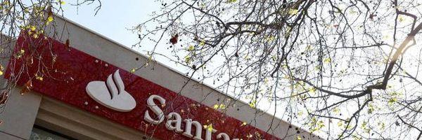 Bancária do Santander é chamada de burra ao engravidar e banco é condenado