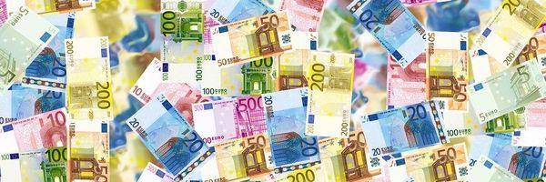 Funcionária será indenizada por retenção de verba trabalhista para amortização de dívida