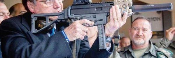 Bolsonaro libera porte de arma para jornalistas, advogados e políticos