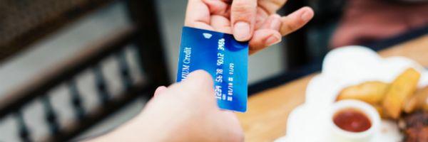Tem regra nova para o uso de cartão de crédito no exterior