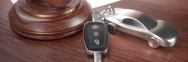 Carro arrematado em leilão: devo pagar o IPVA? E o IPTU de imóvel?