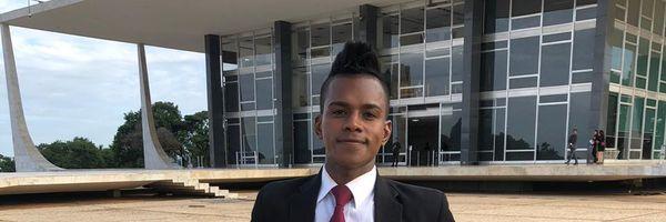Ex-morador de rua que viveu 5 anos na rodoviária de Brasília se forma em direito