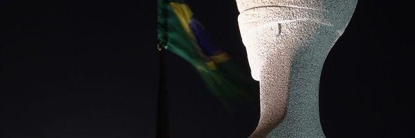 A supremacia da Carta Magna na pirâmide normativa, suas características e o Instrumento de controle de constitucionalidade no direito brasileiro