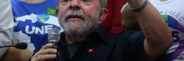 Lula aceita convite de Dilma e assumirá Casa Civil