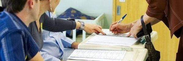 As empresas devem garantir folgas para quem trabalhar nas Eleições, caso a empresa descumpra, cabe ação?