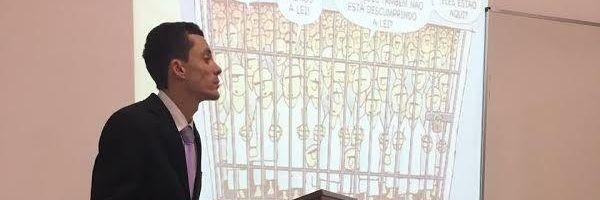 Ex-detento apresenta TCC para juíza que o permitiu estudar