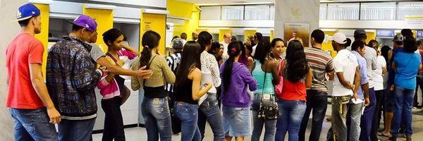 Justiça determina indenização de R$ 3.000 por longa espera em fila de banco