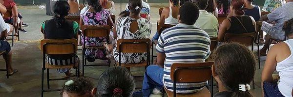 Emília Corrêa ministra palestra sobre violência doméstica na escola Freitas Brandão