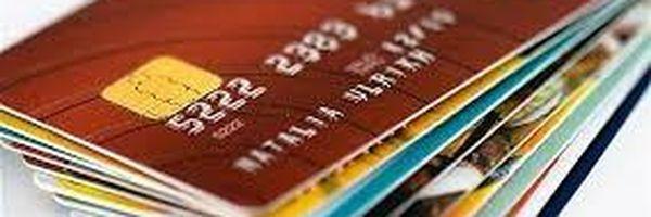 Legitimidade passiva e responsabilidade solidária da empresa detentora da bandeira do cartão de crédito pelos danos decorrentes da má prestação dos serviços
