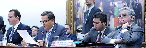 Sergio Zveiter vota pela admissibilidade da investigação de corrupção contra Michel Temer