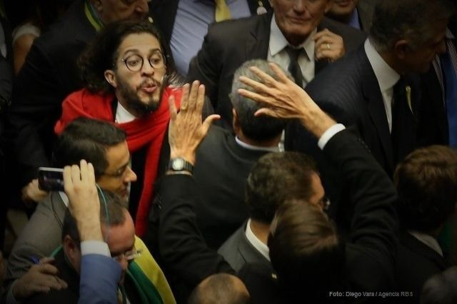 Cusparada de Jean Wyllys contra Bolsonaro crime