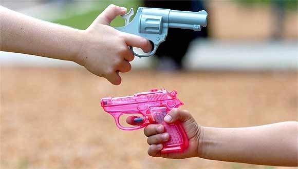 Preconceito com as armas de brinquedo Proibi-las no a soluo para a violncia