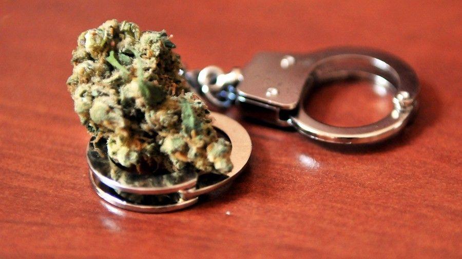 O absurdo lucro que a droga legalizada d