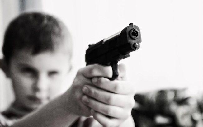 Crianas e armas Perigo ou preconceito
