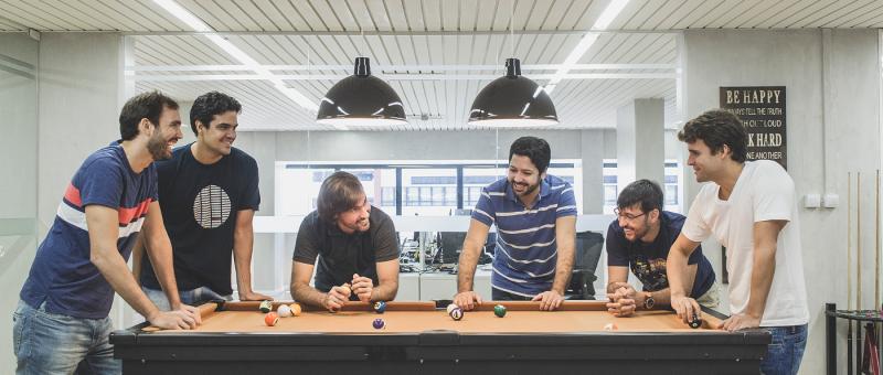 No escritrio em Salvador os fundadores da startup Osvaldo Matos Jr Gustavo Maia Luiz Paulo Pinho Rodrigo Barreto Daniel Murta e Rafael Costa
