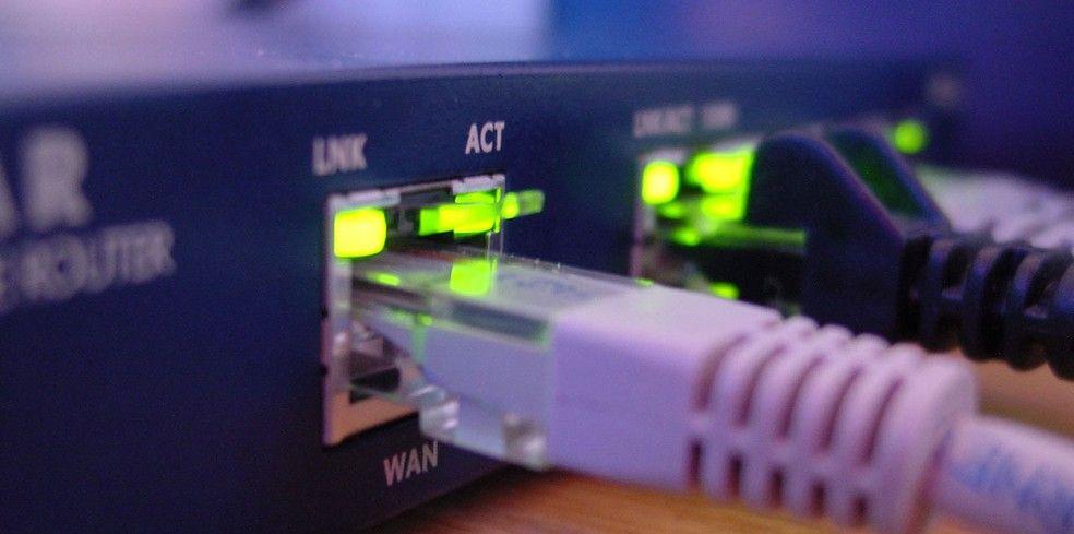 Roteador de internet domstico modificado permite que criminosos roubem dados e realizem intervenes no acesso internet Foto Anders EngelblFreeimagescom