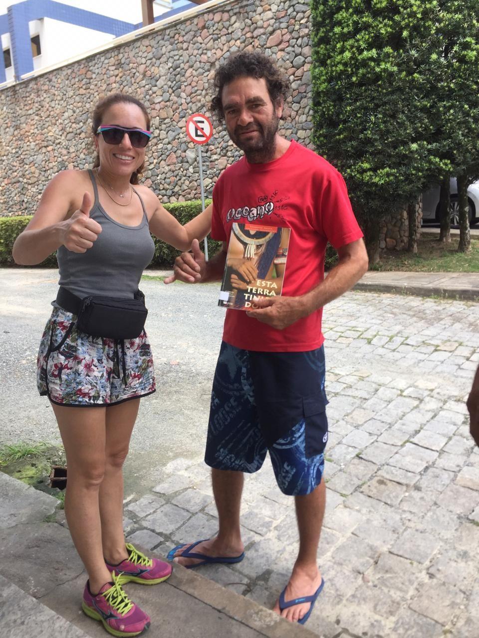 pedagoga com morador de rua que prestou Enem