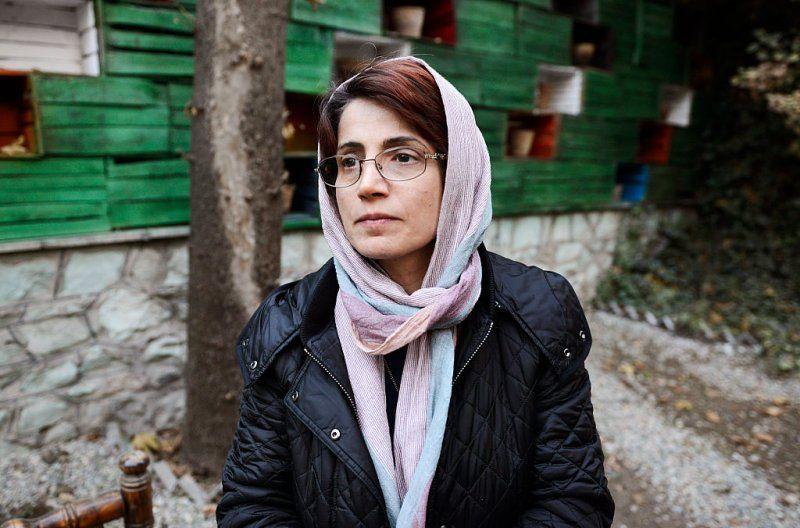 A advogada de direitos humanos Nasrin Sotoudeh fotografou no jardim de seu escritrio em 9 de dezembro de 2014 em Teer Ir