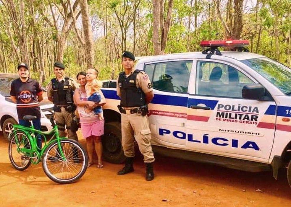 Douglas Maria sargento Gilson soldado Matheus e o empresrio que contribuiu com a campanha Foto Gilson Ferreira de Souza Arquivo Pessoal