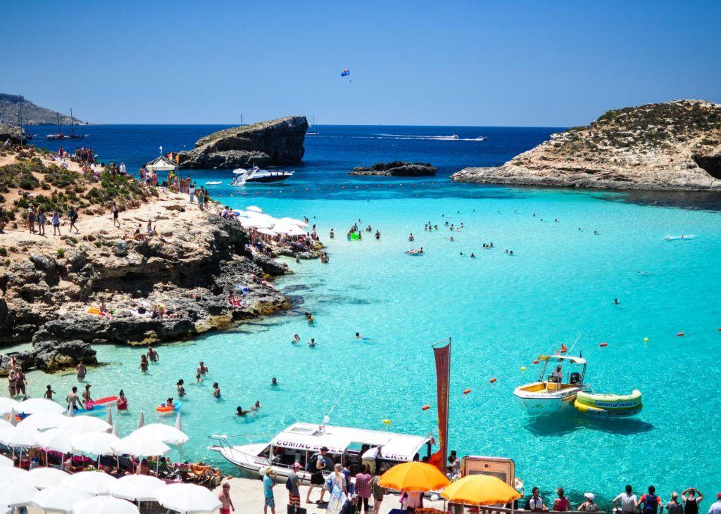 foto de praia na ilha de malta